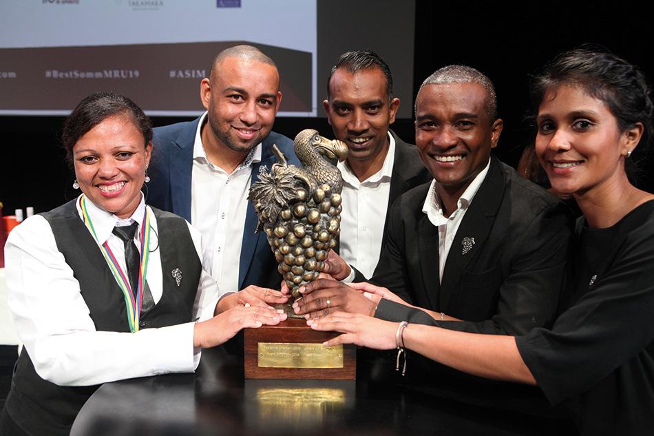 Les cinq vainqueurs du titre : De Lores Malin, Jeff Thomé, Vikram Sundhoo, Jorald Julie et Pascaline Chettiar.