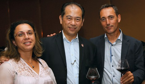 Nelson Chow entouré de Dominique Galineau et sa femme.