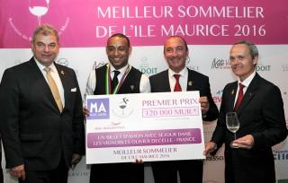 Antoine Woerlé, Michel Hermet et David Biraud autour du lauréat.