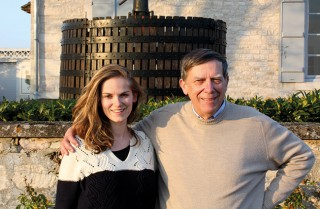 Alain Fossier et sa fille Nathalie qui vient de le rejoindre sur le domaine.