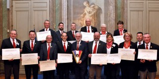 Les quinze nouveaux Maîtres Sommeliers de l'UDSF réunis autour de leur président Philippe Faure-Brac.