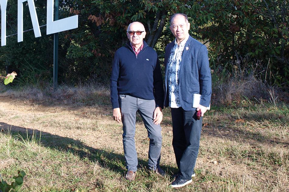 Alain Brumont et Nelson Chow sur la parcelle de La Tyre.
