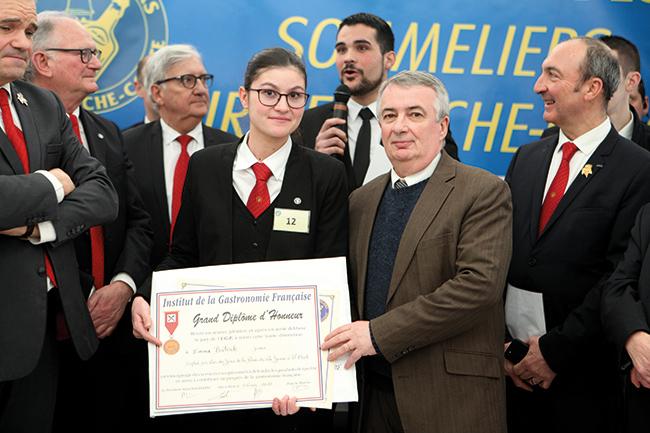 Emma Bastide a notamment été félicitée par Robert Desbureaux, l'un de ses professeurs à Toulouse et président de l'association des sommeliers-formateurs.